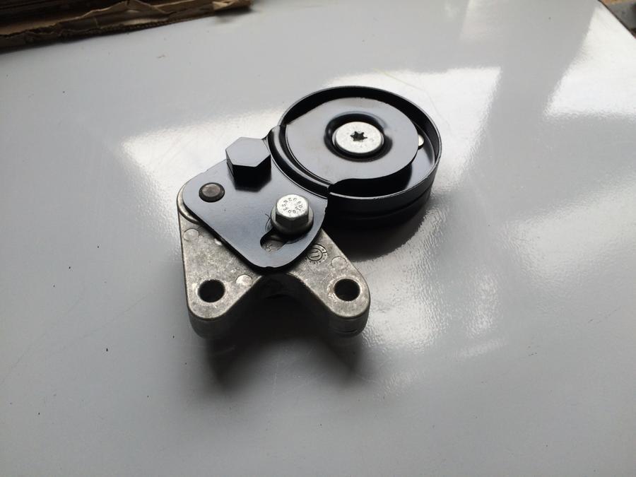 奥迪a4 a6l-4.2皮带涨紧器